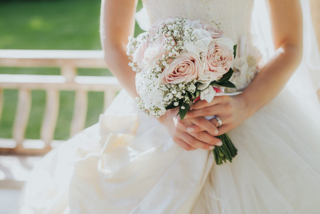 wedding bouquet with white and pink roses - wedding at the Wisley Garden